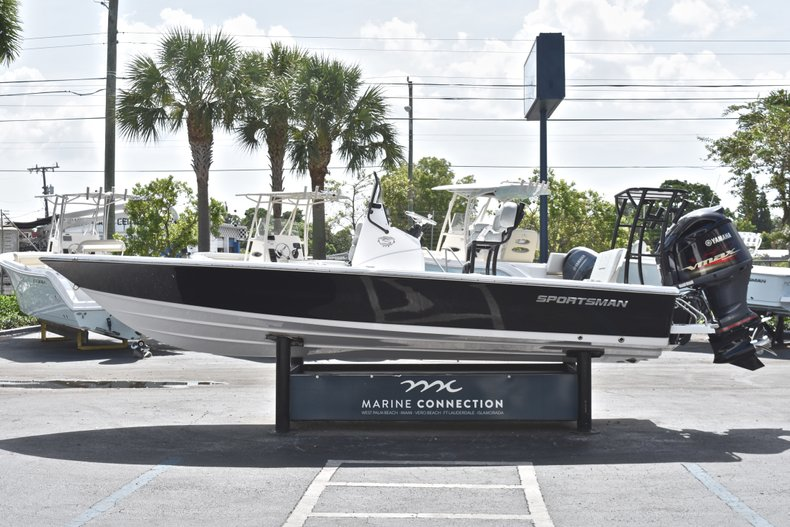 Thumbnail 4 for New 2019 Sportsman Tournament 214 Bay Boat boat for sale in Islamorada, FL