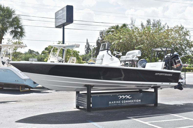Thumbnail 3 for New 2019 Sportsman Tournament 214 Bay Boat boat for sale in Islamorada, FL