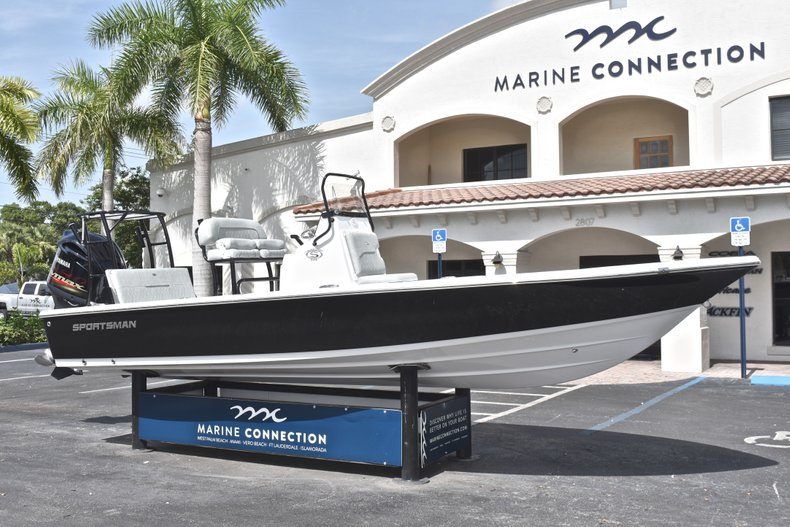 Thumbnail 1 for New 2019 Sportsman Tournament 214 Bay Boat boat for sale in Islamorada, FL