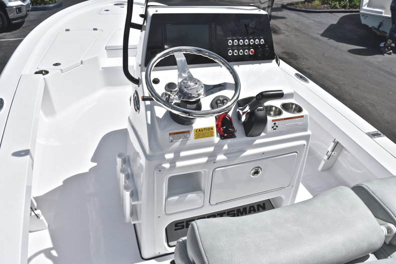 Thumbnail 23 for New 2019 Sportsman Tournament 214 Bay Boat boat for sale in Islamorada, FL
