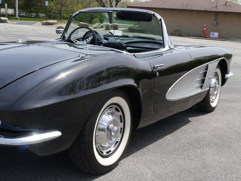 1961 chevrolet corvette convertible