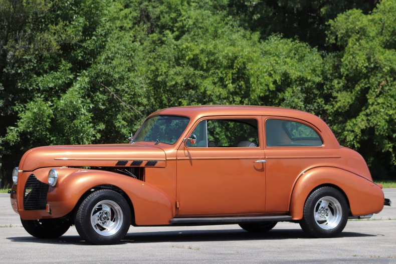 1940 pontiac deluxe 8 two door touring sedan