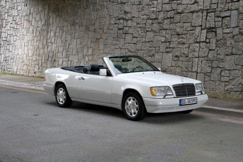 1994 Mercedes-Benz E320