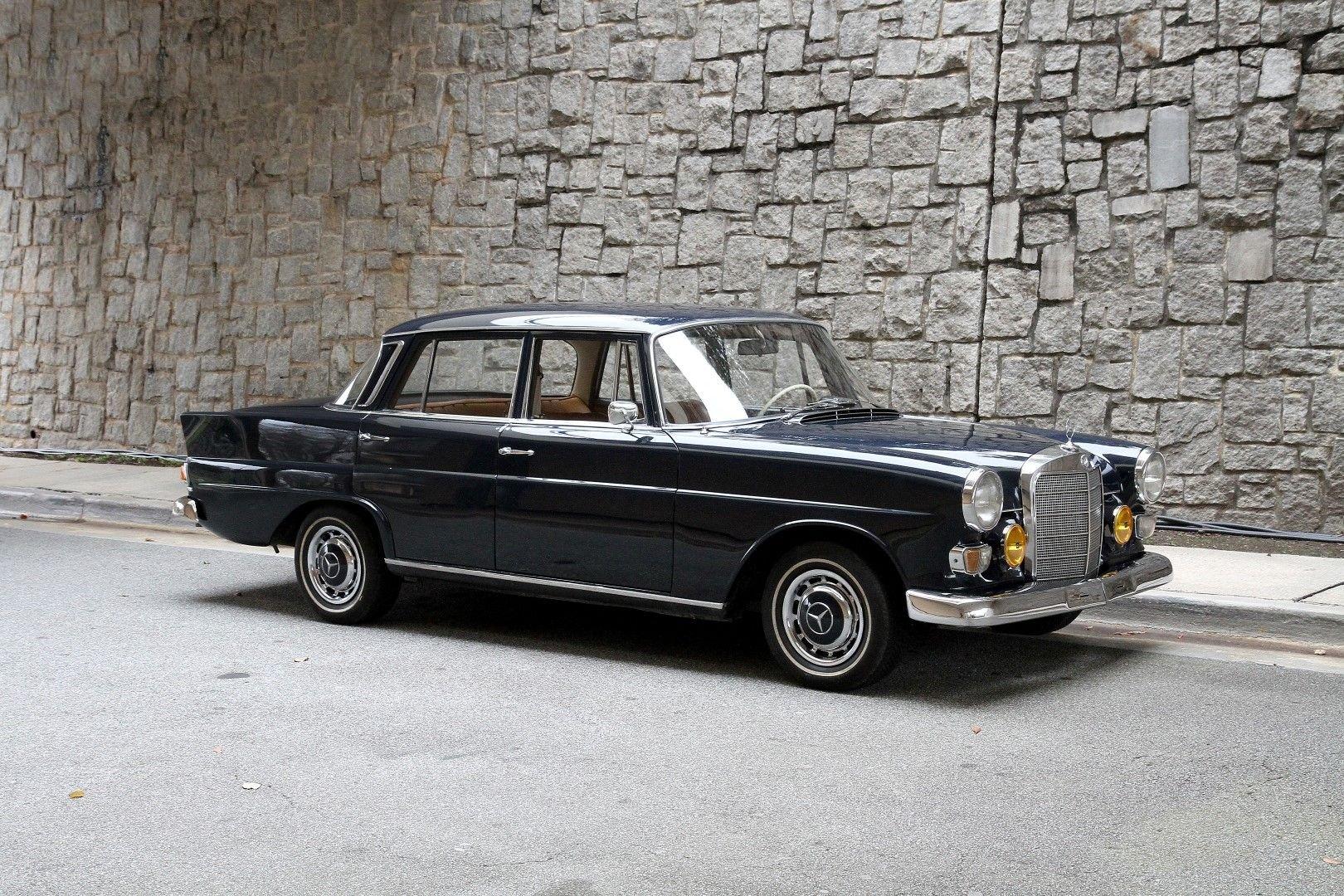 1967 mercedes benz 200 fintail