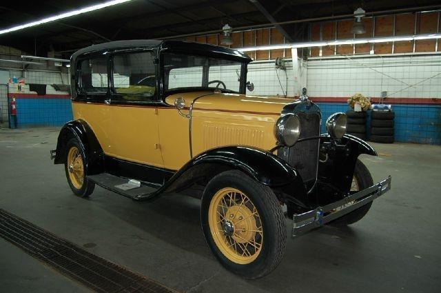 1930 ford model a 2 door tudor
