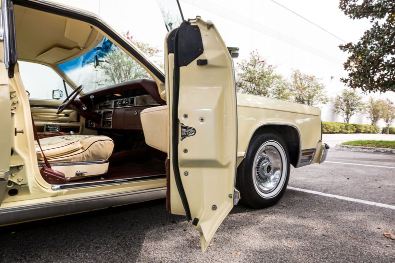 For Sale 1977 Lincoln Town Car