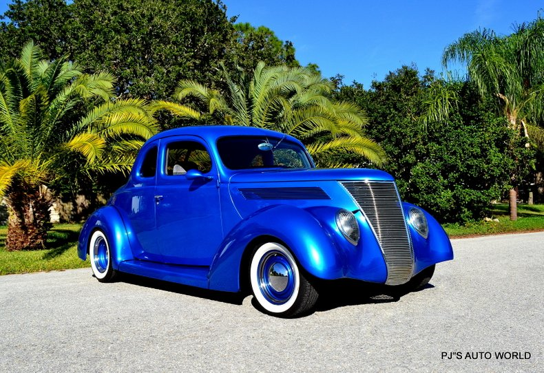 1938 Ford 5-Window