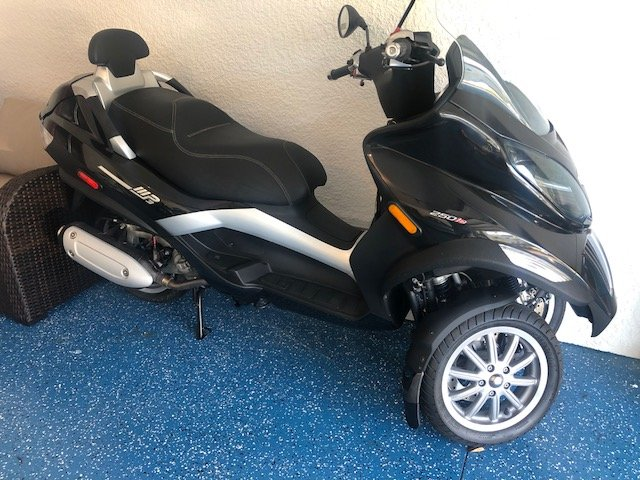 2010 piaggio 250 vespa scooter