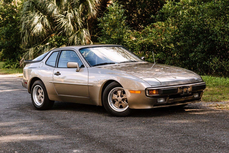 1984 porsche 944 hatchback