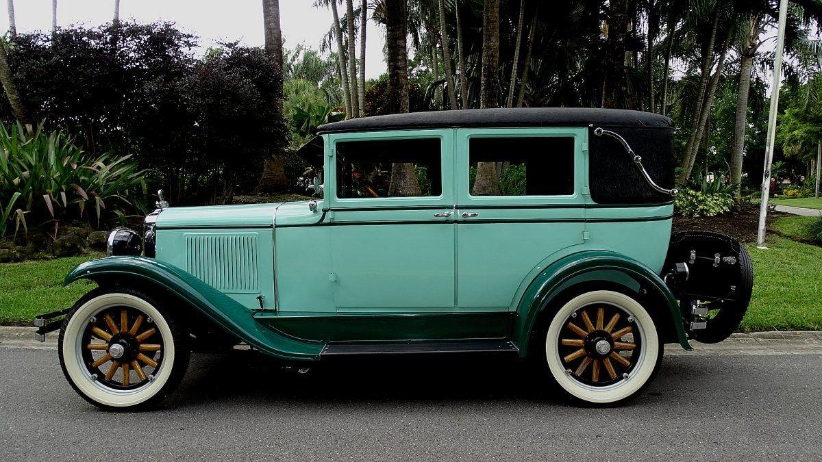 1928 pontiac sport landau sedan