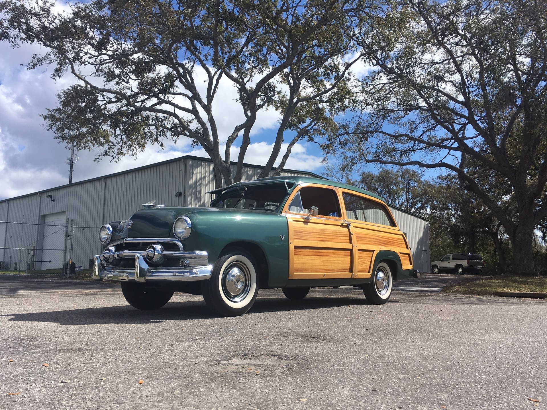 1951 ford deluxe station wagon