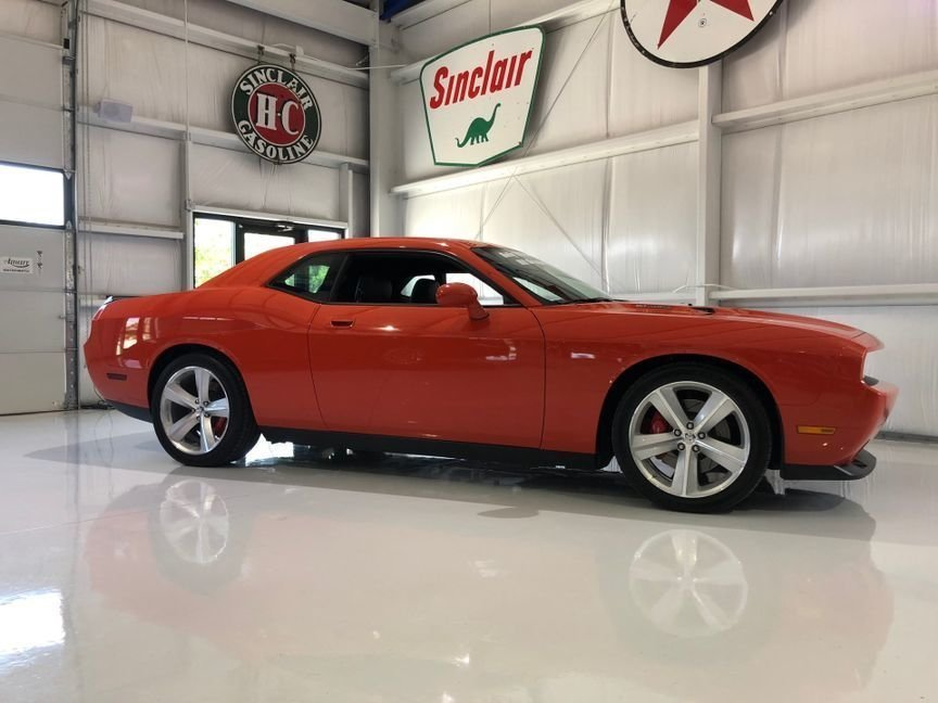 2008 dodge challenger srt8 coupe