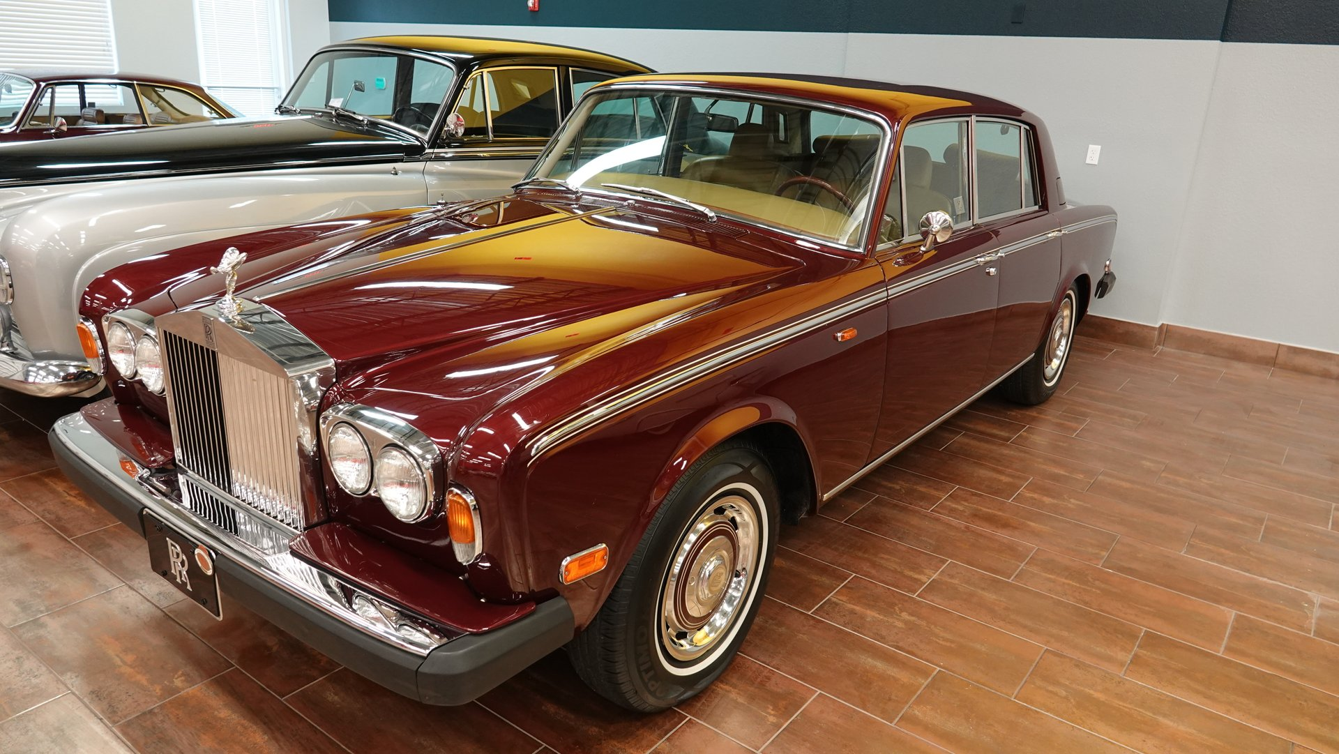 1976 rolls royce silver shadow sedan