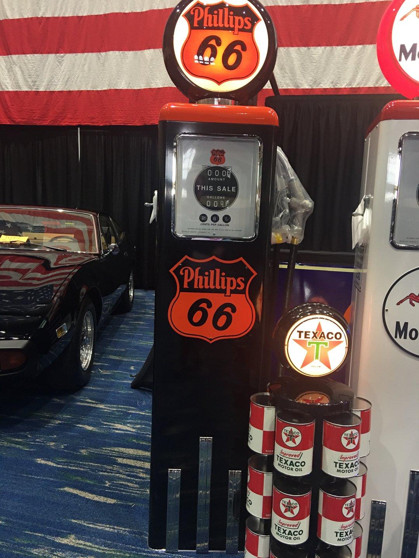 Phillips 66 1951 pump