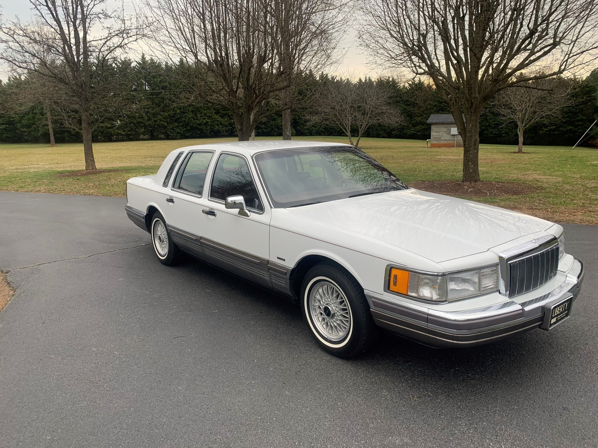 Auction 1990 Lincoln Town Car