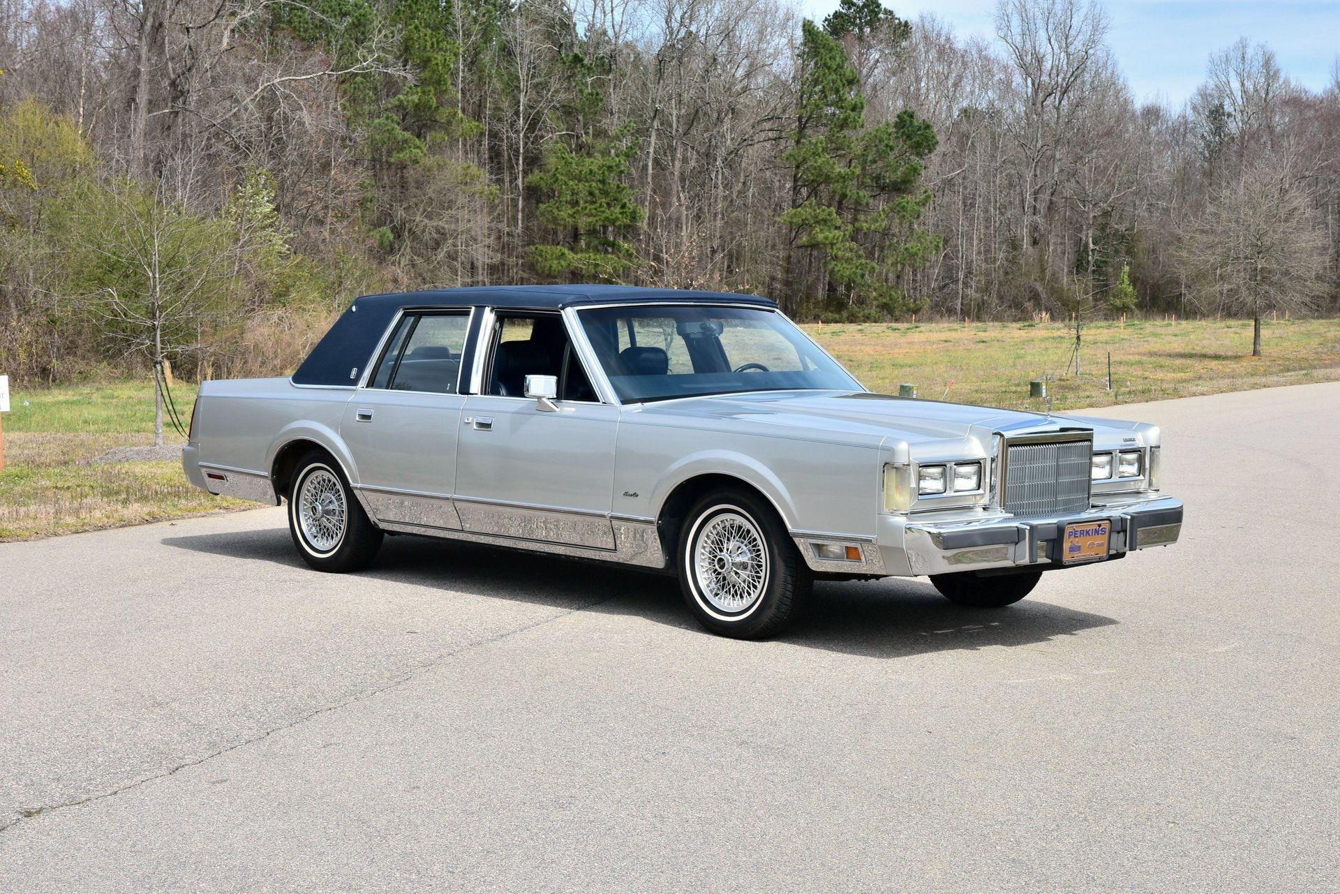 Auction 1988 Lincoln Town Car