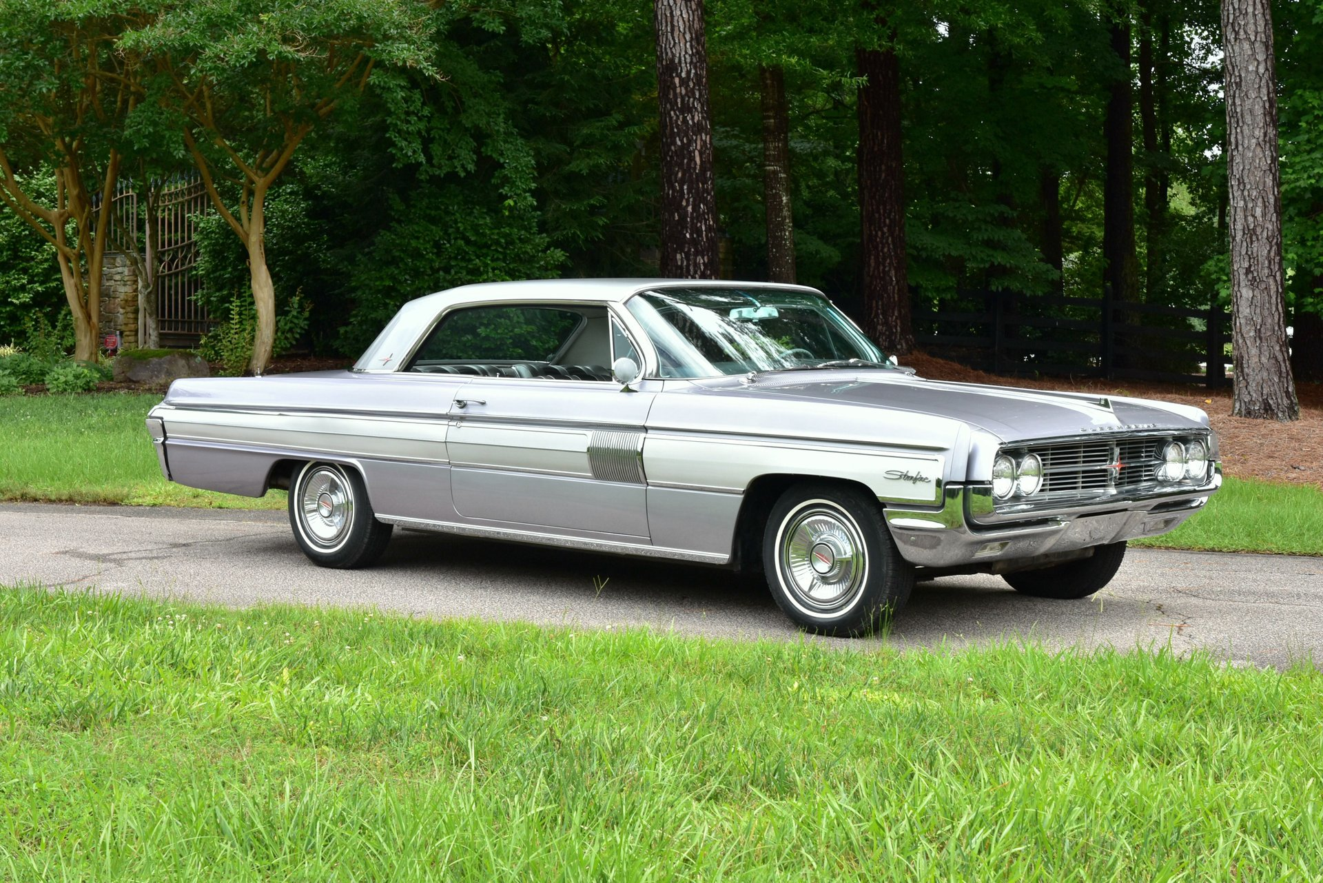 Auction 1962 Oldsmobile Starfire