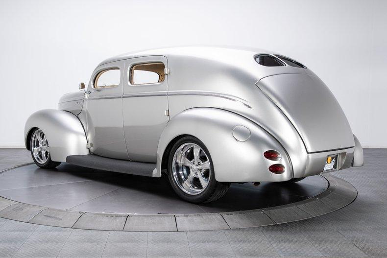 1940 Ford Sedan 10