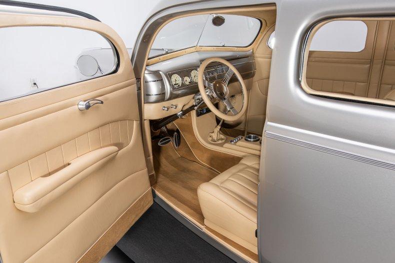 1940 Ford Sedan 5