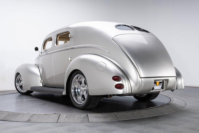 1940 Ford Sedan 29