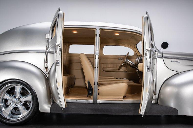 1940 Ford Sedan 28