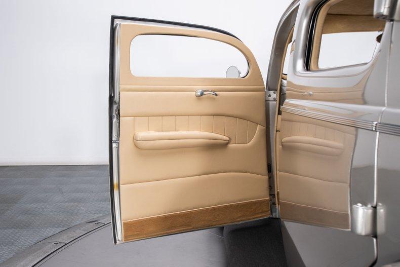1940 Ford Sedan 48