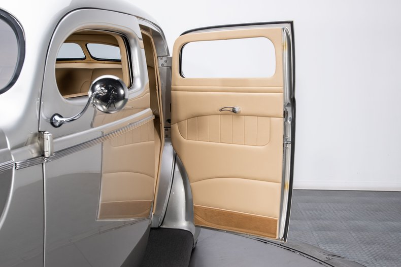 1940 Ford Sedan 75
