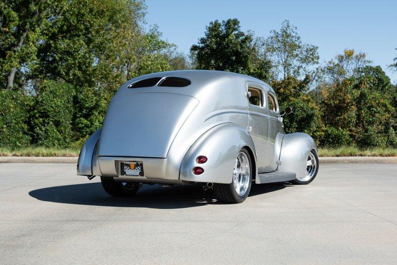 1940 Ford Sedan 4