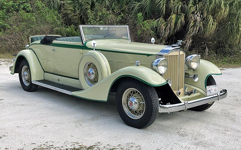 1933 Packard 1004 Super Eight