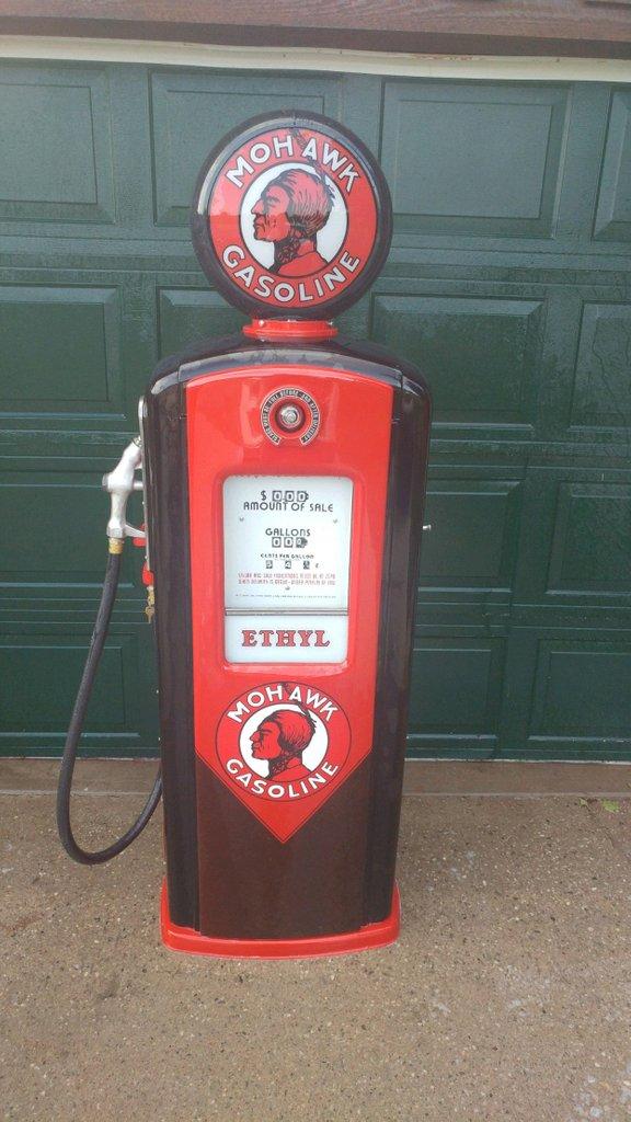 Bennett 746 Mohawk Gas Pump