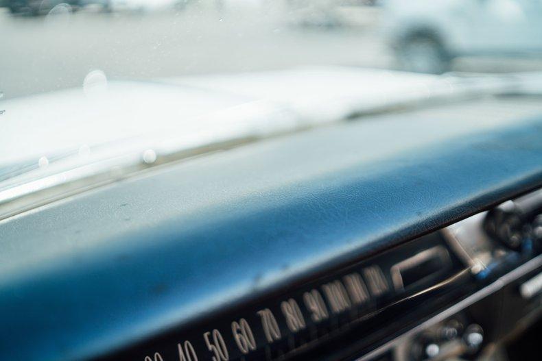 1962 Oldsmobile Starfire 23