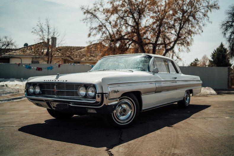 1962 Oldsmobile Starfire 1