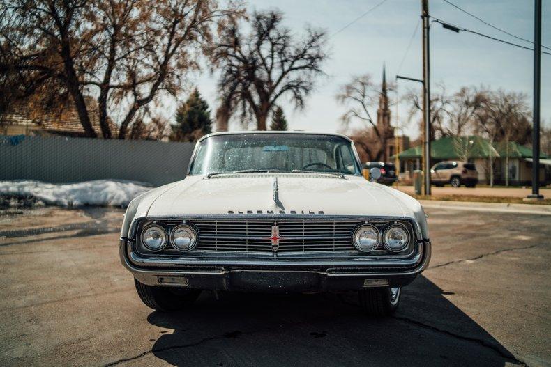 1962 Oldsmobile Starfire 2