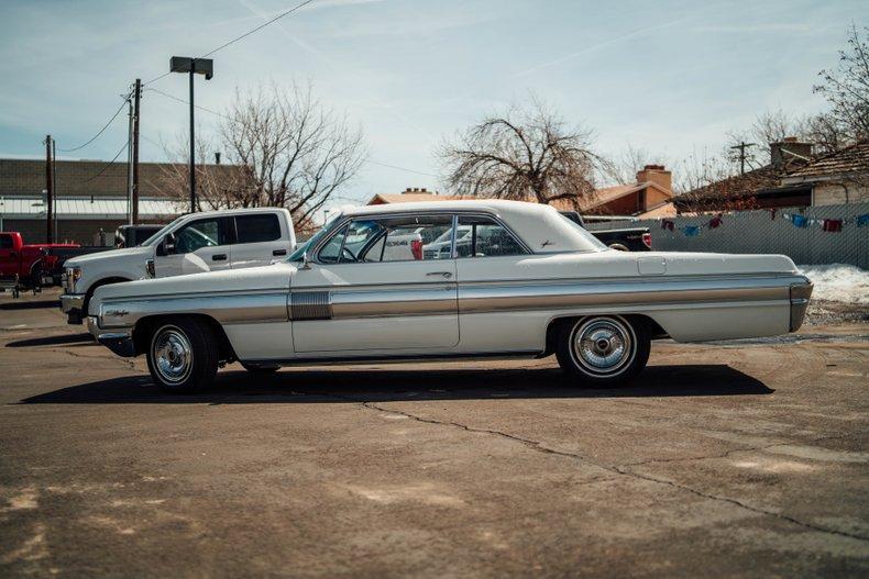 1962 Oldsmobile Starfire 8