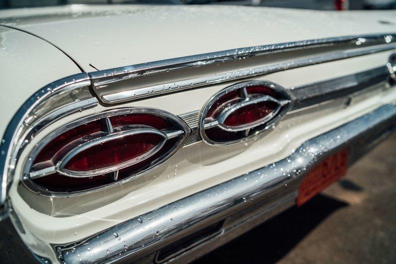 1962 Oldsmobile Starfire 17