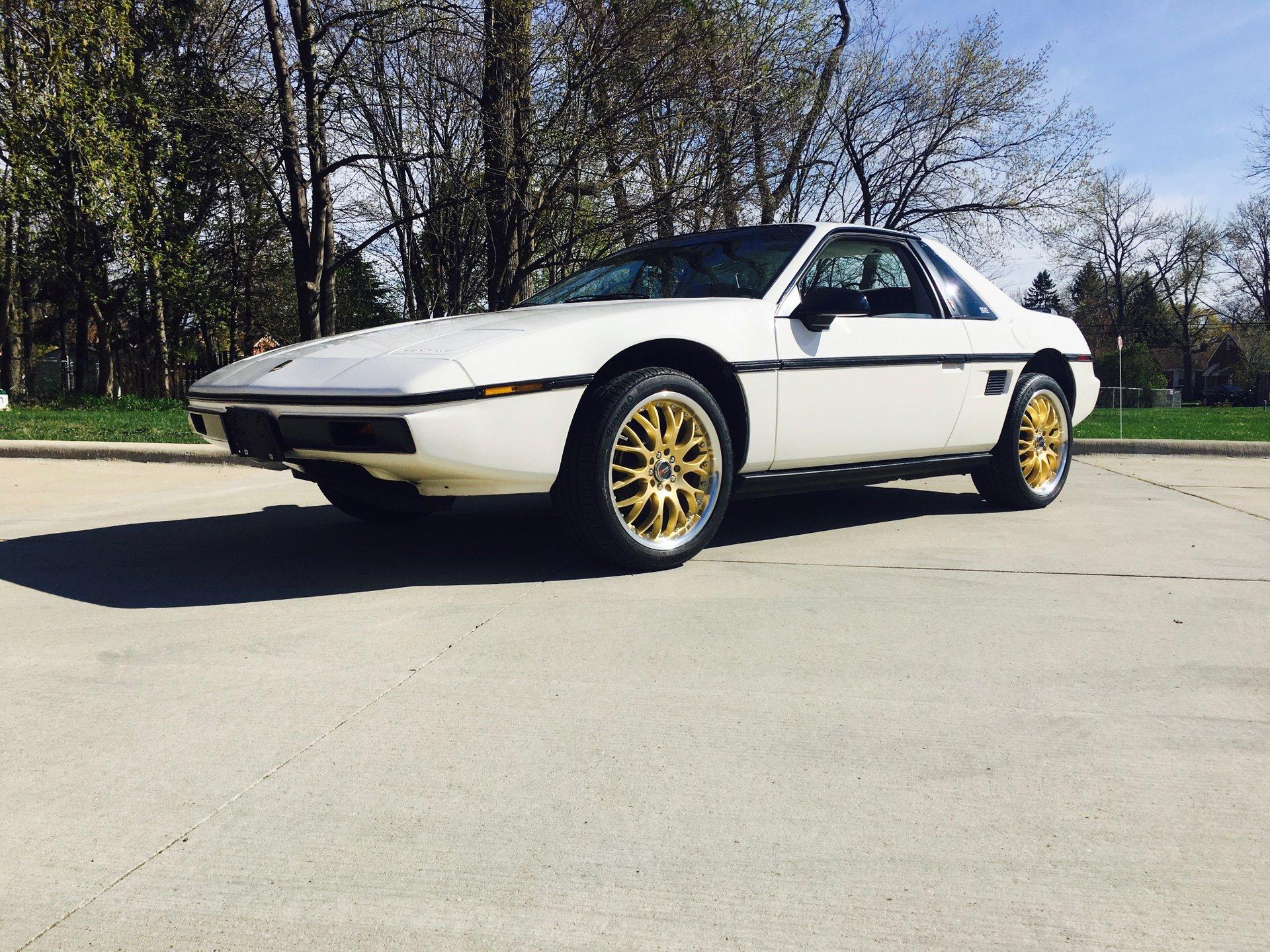 1985 pontiac fiero 2m6