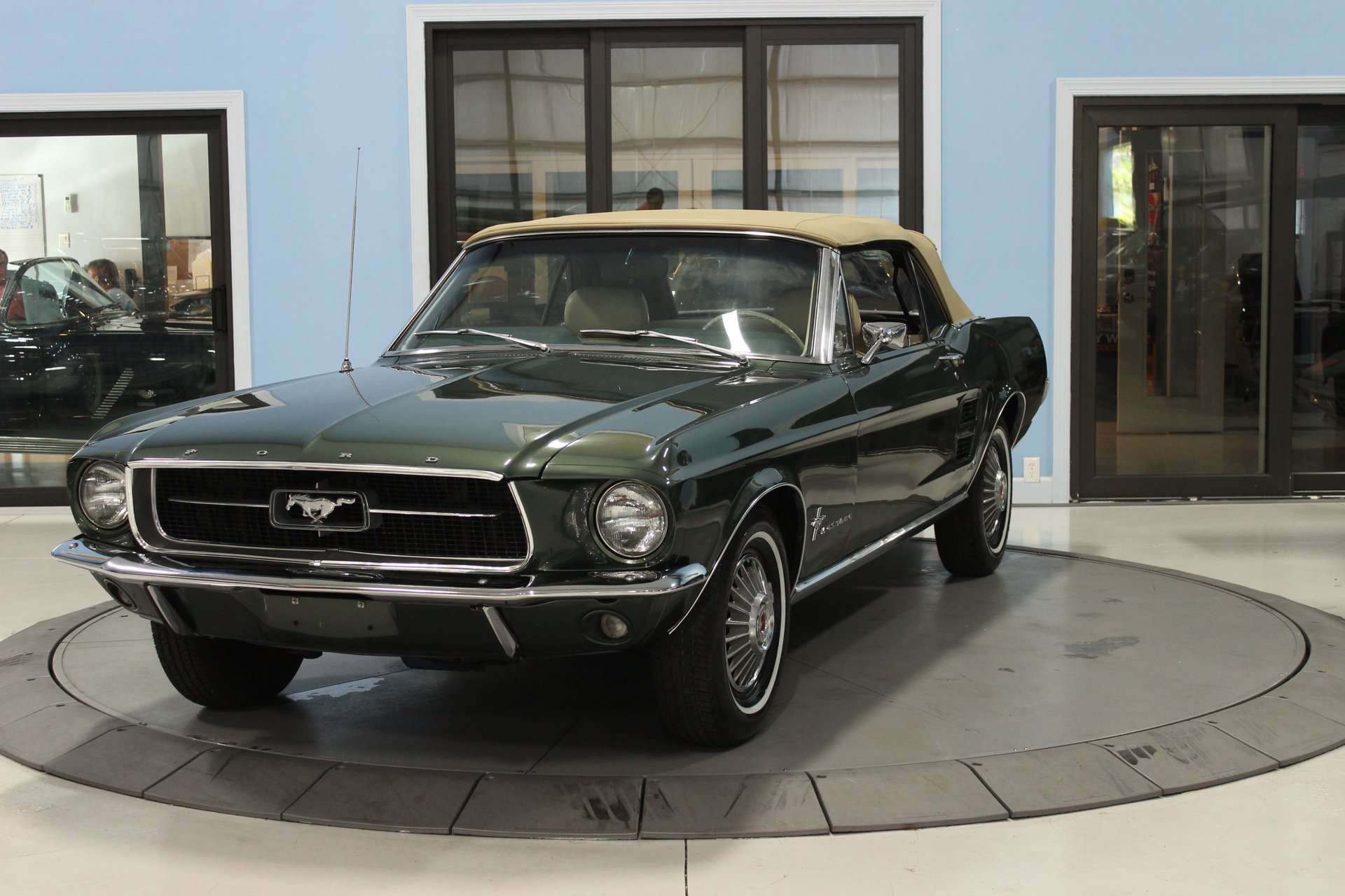 1967 ford mustang convertible deluxe
