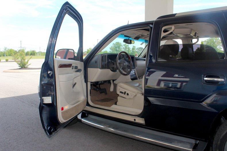 2004 Cadillac Escalade 13