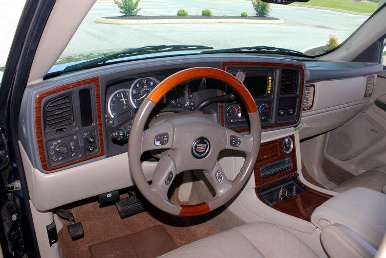 2004 Cadillac Escalade 16
