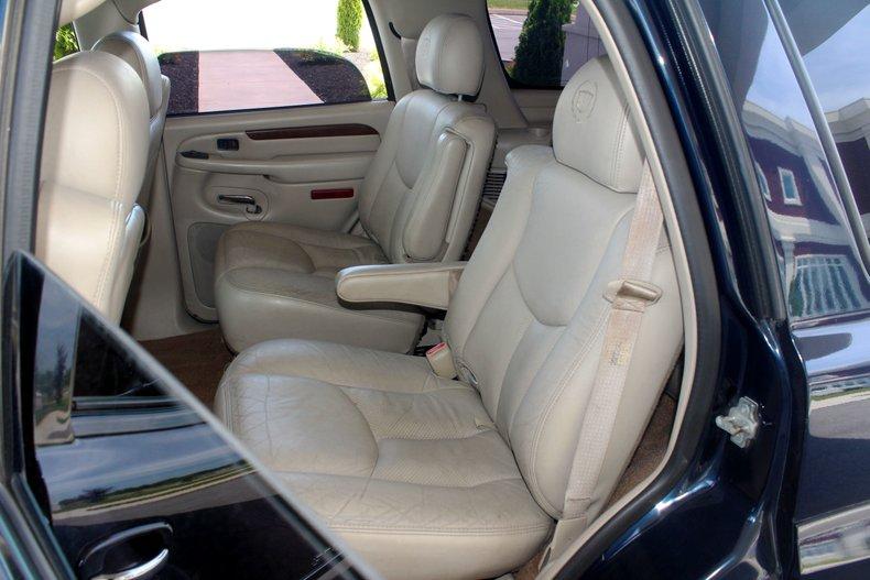 2004 Cadillac Escalade 19