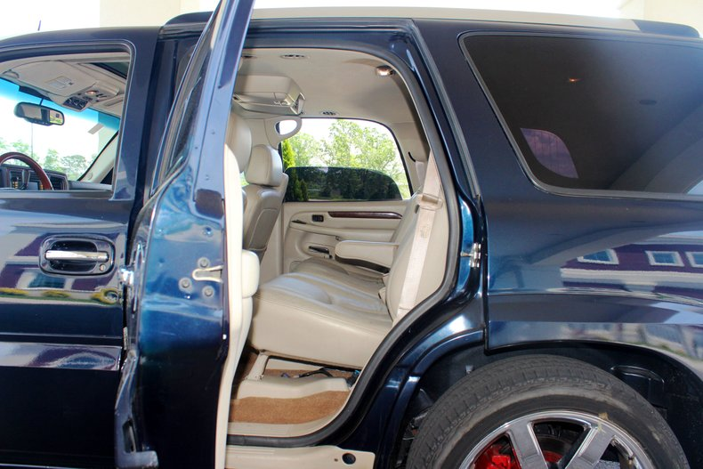 2004 Cadillac Escalade 18