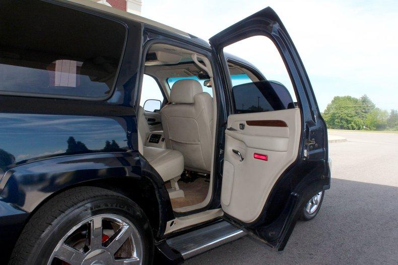 2004 Cadillac Escalade 22