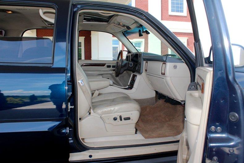2004 Cadillac Escalade 26