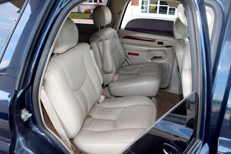 2004 Cadillac Escalade 24