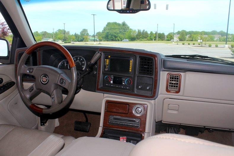 2004 Cadillac Escalade 28