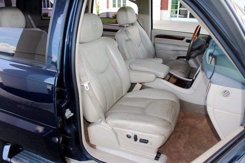 2004 Cadillac Escalade 27
