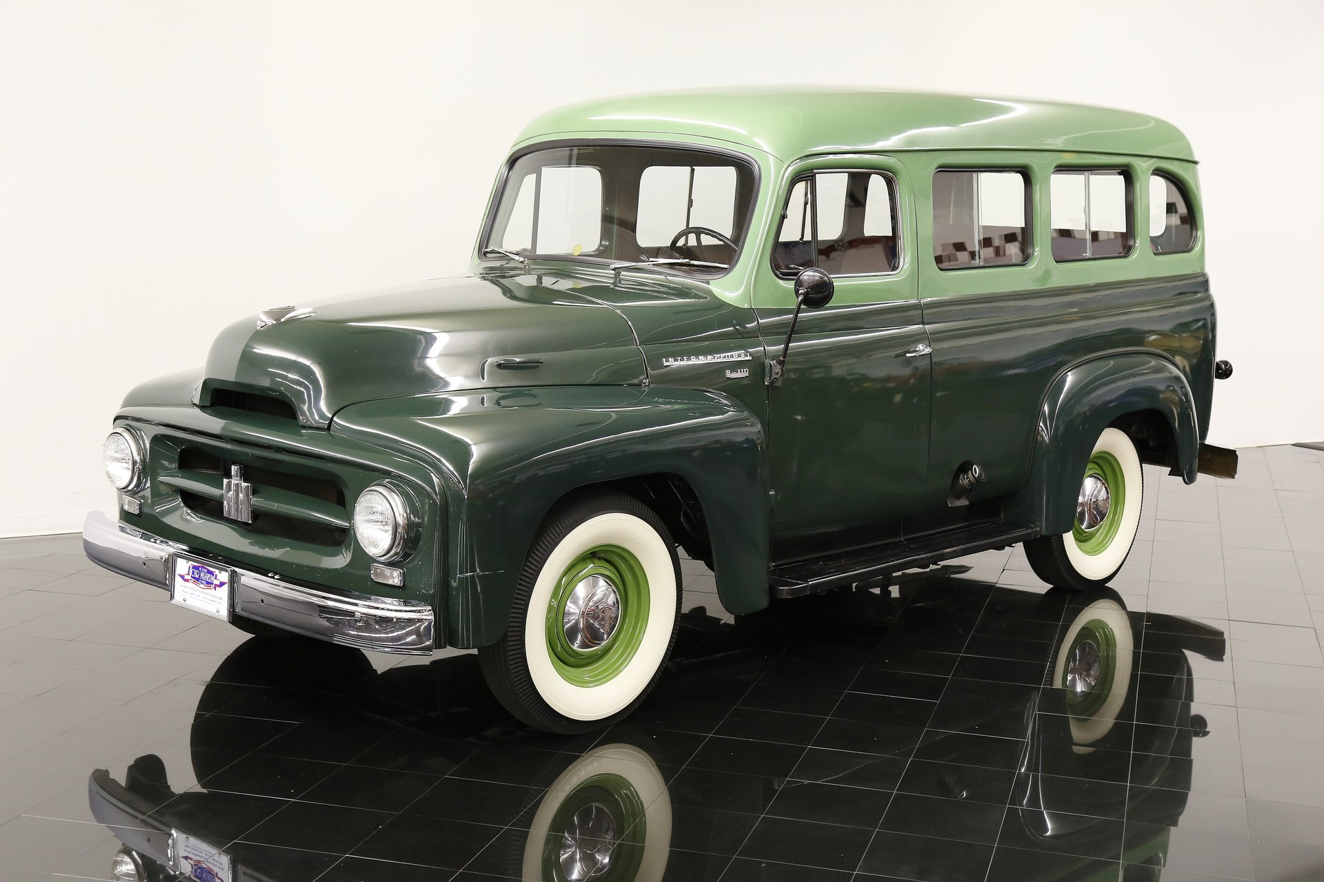 1953 international travelall r 110