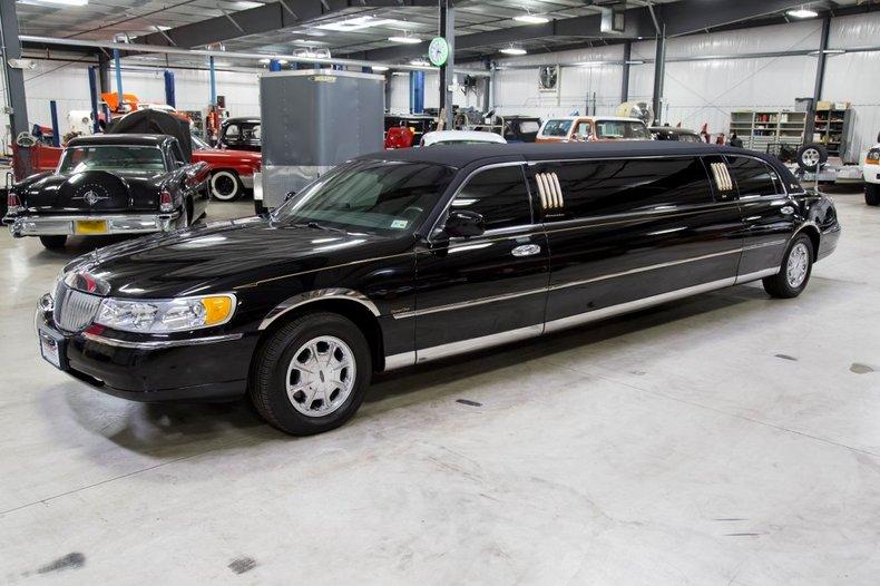 2001 Lincoln Limousine