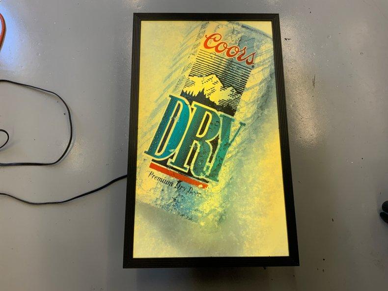 COORS DRY PLASTIC BACKLIT BEER LIGHT