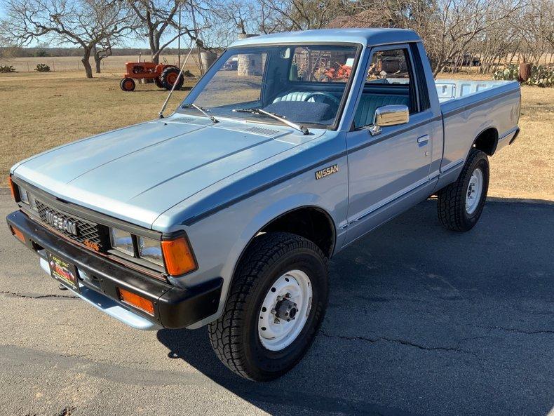 1986 Nissan Pickup Std Bed Deluxe 5-Spd